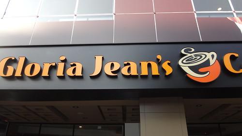 Gloria Jeans Coffees旗鑑店門口1