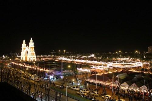 2013.04.15.021 - SEVILLA - Calle Padre Damián · Av Flota de Indias - (Feria de Abril 2013 - 'Alumbrao')