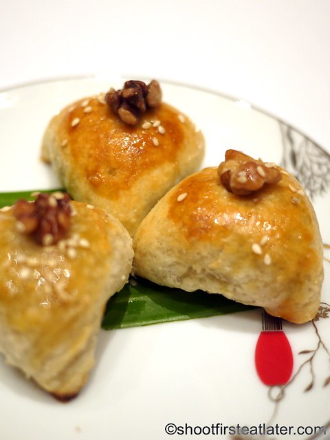 Red Lantern @ Solaire- golden barbecued pork pastries with walnuts