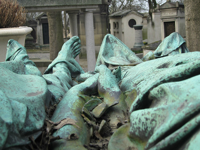 The balloonists of Pere Lachaise