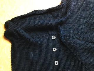 Sewing the collar folds