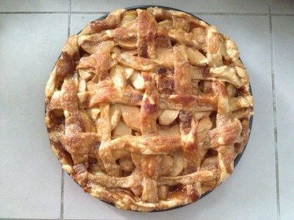 baking apple pie with aina