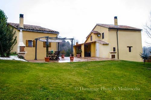 Fotografía de las dos casas que forman Cal Escaler, el refugio y la casa principal
