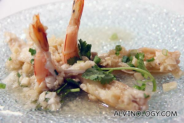 Steamed live prawns with minced garlic