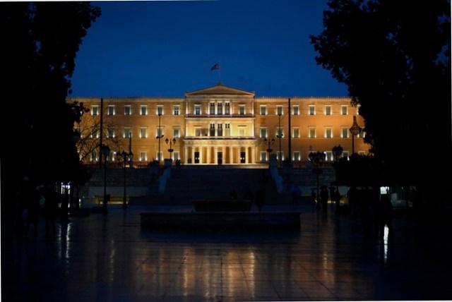 國會大廈是憲法廣場前的一處知名地標物,雖然內部不開放參觀,但門口的無名烈士紀念碑和衛兵倒是成為遊客拍照留念的景點。
