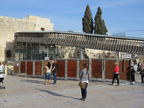 Additional dividers in Western Wall plaza