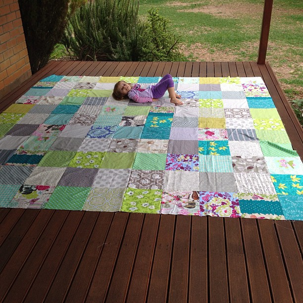 Woo hoooo I finished piecing a king sized quilt top today... Not bad for the first afternoon sewing all year. It was already nearly half done, but still I feel pretty chuffed. Wasn't so chuffed when I realised I'd done my maths wrong and it was WAY too bi