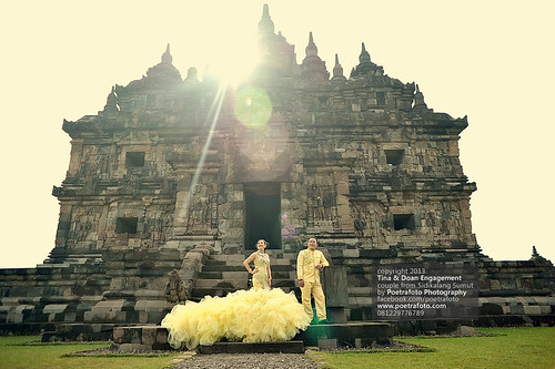 CANDI PLAOSAN: Recommended Venue for Pre Wedding Photos by POETRAFOTO - Wedding Photographer Indonesia