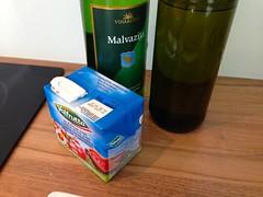 ...dodamo pelate, belo vino in olivno olje...