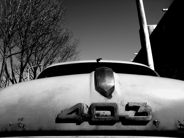 A rusty Peugeot at Segbroeklaan, The Hague.