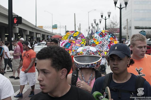 Crowd Head
