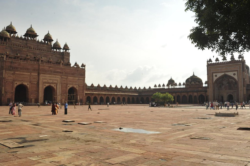 The inner side - Buland Darwaja on the left and the Jama  Masjid on the right