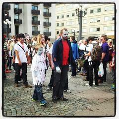 Tror bestämt jag hittade @axbom med sällskap mitt bland alla främmande zombies! :-) #zombiewalk