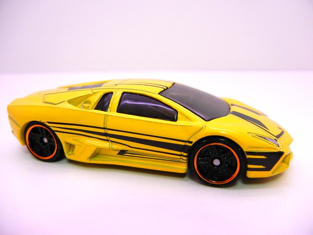 hot wheels lamborghini reventon yellow (2)