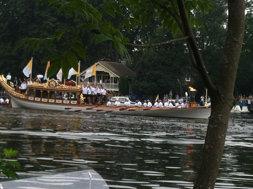 Gloriana with the torch