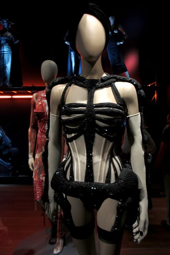 Moins que Zéro corset, Parisiennes collection, haute couture FW 2010-2011 (front).