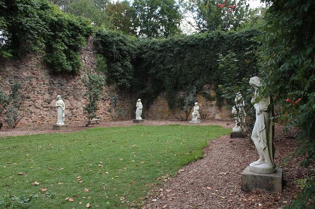 when it burned down Doris Duke turned it into a sculpture garden