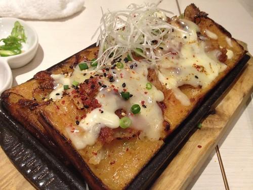 キムチチヂミにはなんとチーズが!@TEJI TOKYO 西新宿店