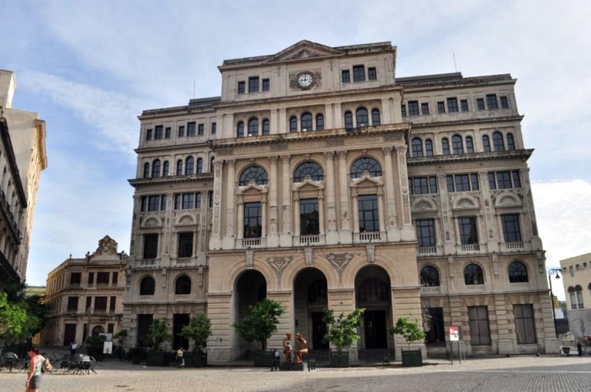 Palacio de Marqués de San Felipe, custodiando la colonial plaza de San Francisco. La Habana vieja y un paseo por sus plazas La Habana vieja y un paseo por sus plazas 7817510368 1c691a736d o