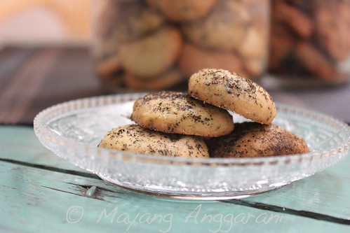 Jasmine tea scented cookies with ground tea leaf glaze