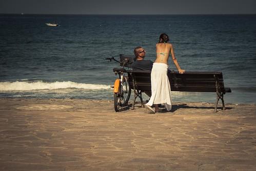 (Not) Watching the Ocean (Playa de Las Americas, Tenerife, Canaries) - Photo : Gilderic