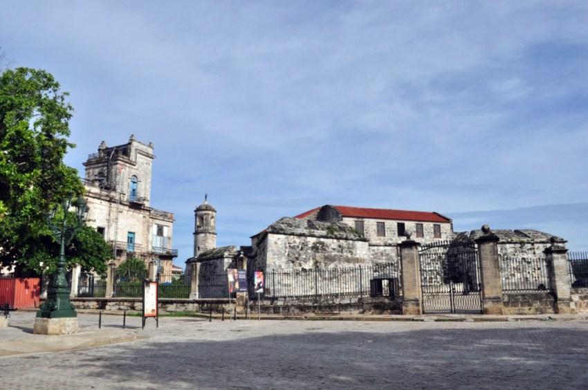 La fortaleza construída en 1558 tenía como principal problema estratégico su ubicación geográfica. Situada muy adentro del canal de entrada de la bahía de La Habana, no cumplía con el objetivo con el que fue construida: disuadir y proteger a La Habana del ataque de corsarios, piratas y enemigos de la corona española. La Habana vieja y un paseo por sus plazas La Habana vieja y un paseo por sus plazas 7817534040 b04c4fce58 o