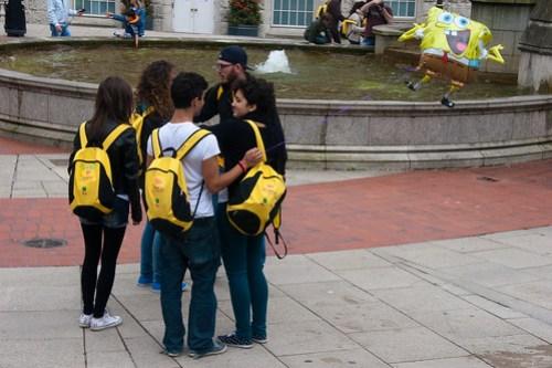 02 Yellow tourists
