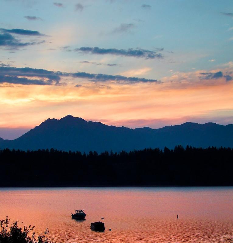 Sunset over Mount Moran, Jackson Lake in the front, Grand Teton National Park
