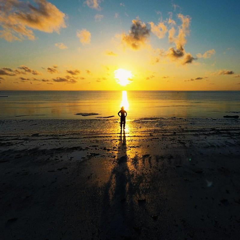It's worth waking up before the sunrise, especially when the reward is this big. 🌅 Good morning world! 📍🌍 Paje - Zanzibar  - - - Ennen auringonnousua herääminen kannattaa, etenkin silloin kun palkinto on näin suuri. :sun