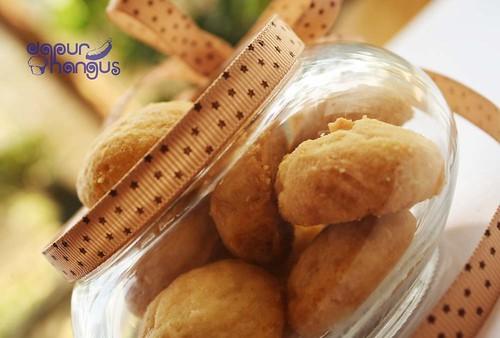 Almond Button, Serasa Makan Biskuit Bayi (1/3)