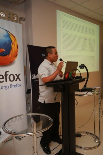 MozillaPH HTML5 & Firefox OS Roadshow with Globe Labs: Robert 'Bob' Reyes