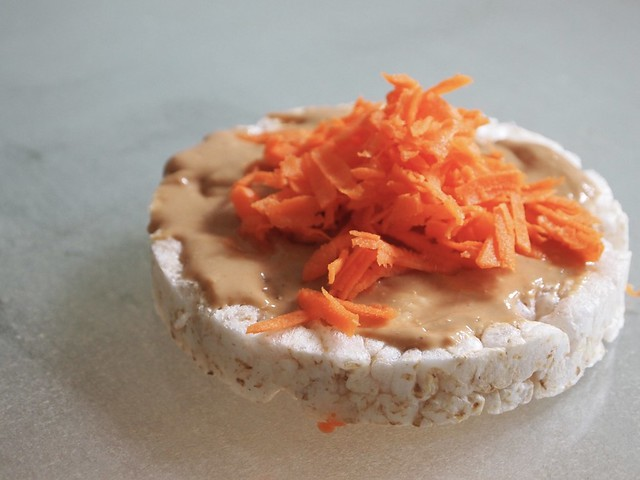 cashew butter on rice cakes