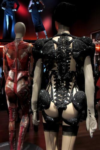 Moins que Zéro corset, Parisiennes collection, haute couture FW 2010-2011 (back).