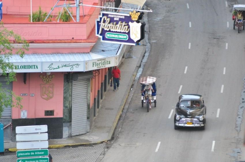 """Funcionando desde 1817, su eslogan es """"La cuna del daiquirí"""" y el propio Hemingway acrecentó su fama con una frase que atrajo a turistas de todo el planeta. La Habana vieja y un paseo por sus plazas La Habana vieja y un paseo por sus plazas 7816627138 6d7459c66f o"""