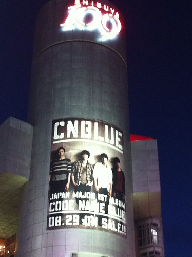 CNBLUE、渋谷109で「CODE NAME BLUE」の巨大ボード
