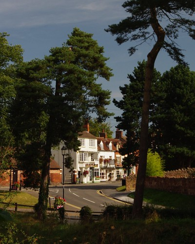 20120909-10_Kenilworth - Castle Road + Castle Hill Junction by gary.hadden