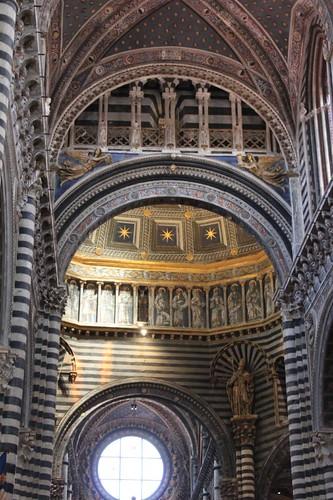 20120808_5016_Siena-duomo-interior
