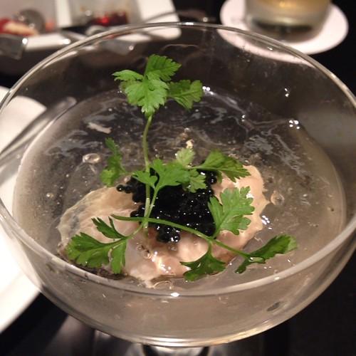 牡蠣とシャンパンジュレのカクテル キャビア添え