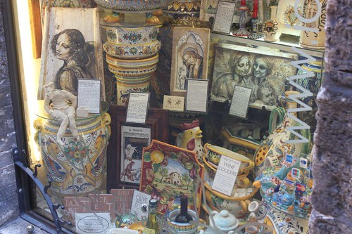 20120810_5209_Assisi-shopwindow