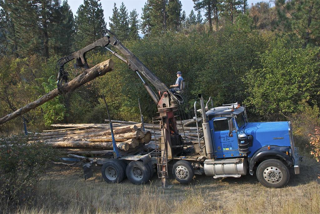 Log truck boom operation