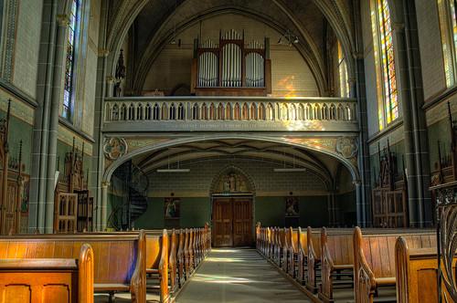 verlaten kerk - Let's leave the church