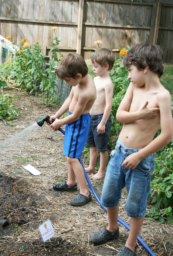 boys_watering