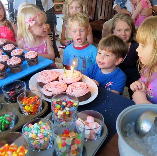 Satchel cupcake candles