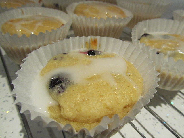 Skinny lemon cupcakes with drizzly icing (BBC Hairy Bikers)