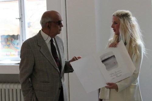 Maria Segersäll och Punya Chaudhuri med diplom