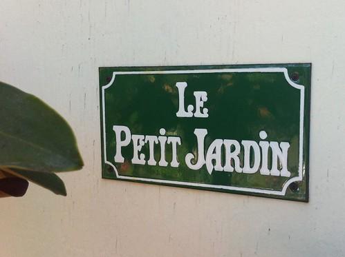 jardin sign
