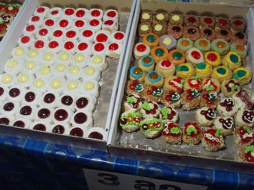 200902230101_nightmarket-sweets