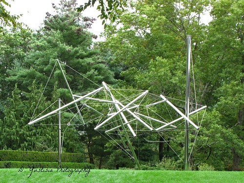 Mozart I by Kenneth Snelson