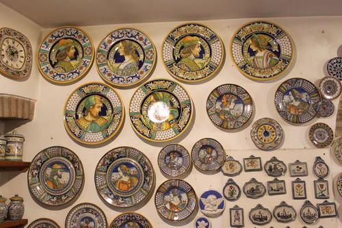 20120814_5612_Deruta-plates-for-sale