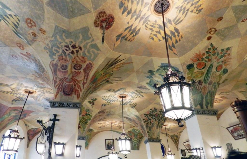 Munich techo pintado de cerveceria Hofbräuhaus biergarten Alemania 04
